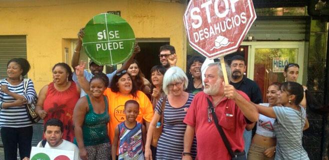 La PAH detiene dos desahucios en Palma en el último momento
