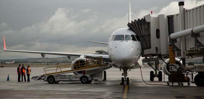 AENA subirá un 2,5% las tasas aeroportuarias el 1 de marzo de 2014
