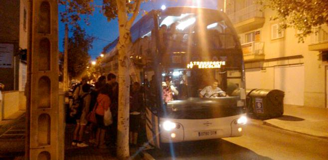 La falta de plazas de transporte escolar en Son Ferriol deja a niños en la calle