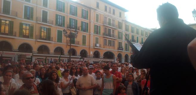 Los pro-TIL reunieron 2.700 firmas de apoyo en la concentración de Palma