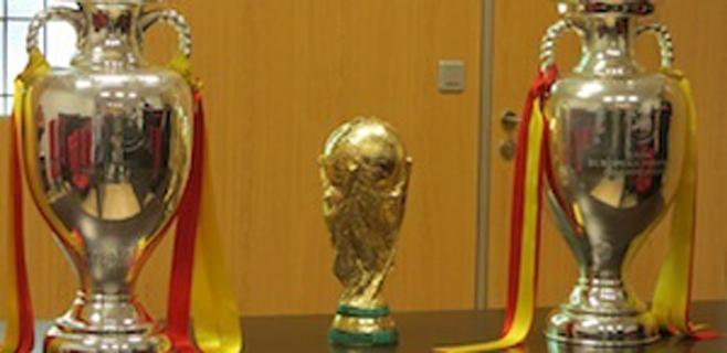 Colas para ver la Copa del Mundo y las dos Eurocopas