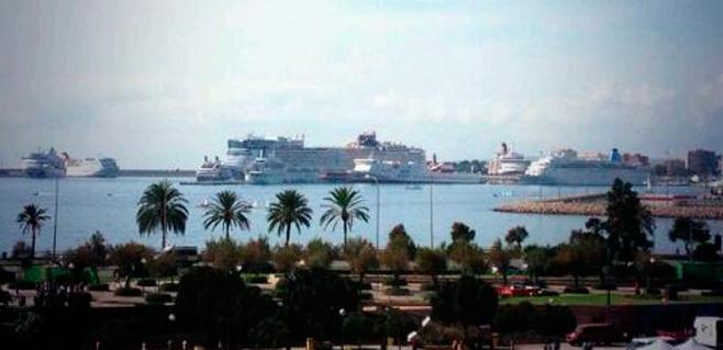 El sábado récord de cruceristas dejará cerca de un millón de euros en Palma