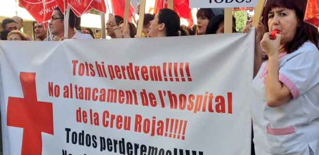 Trabajadores de Creu Roja reclaman una solución a la viabilidad del hospital