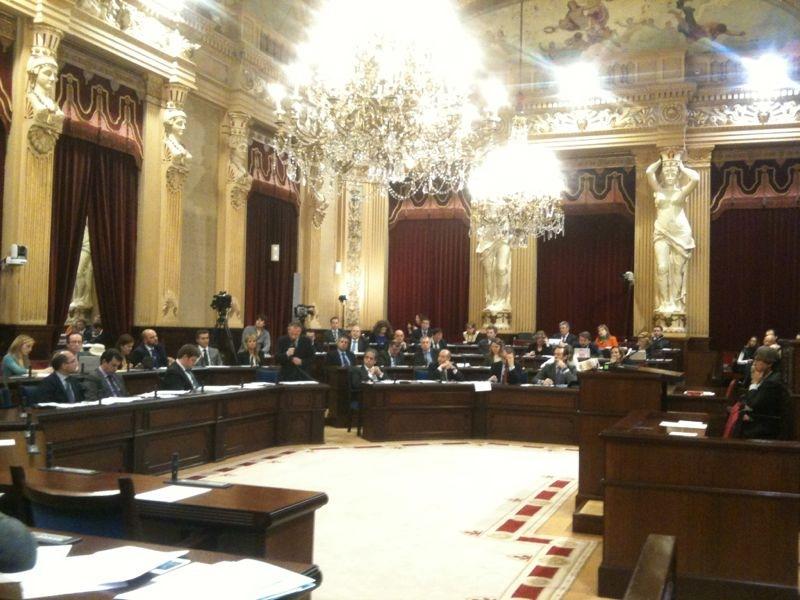 Més pide urgencia para exigir dedicación exclusiva a los diputados