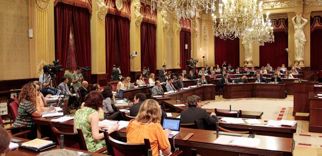 Pleno del Parlament con Ley de Símbolos y TIL y de nuevo sin Bauzá