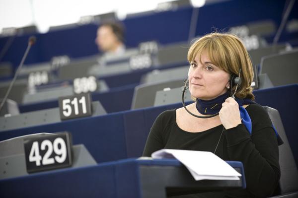 La UE vota a favor de establecer un cargador único para todos los móviles