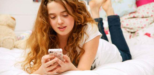 El 60% de las chicas recibe insultos de amigos en su móvil