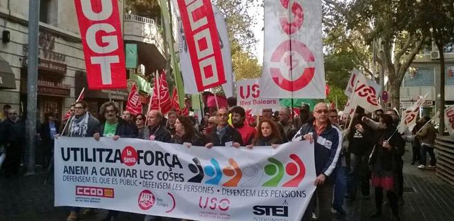 La Cimera Social reúne a 250 personas en defensa de lo público en Palma