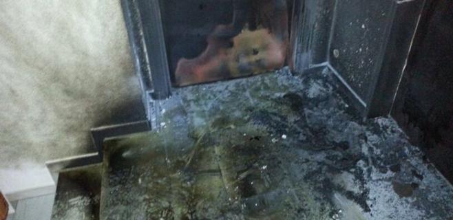 Unos vándalos intentan quemar la sede del PP en Eivissa