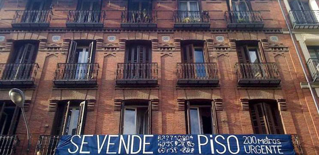 La compraventa de viviendas en Balears modera su caída al 1%