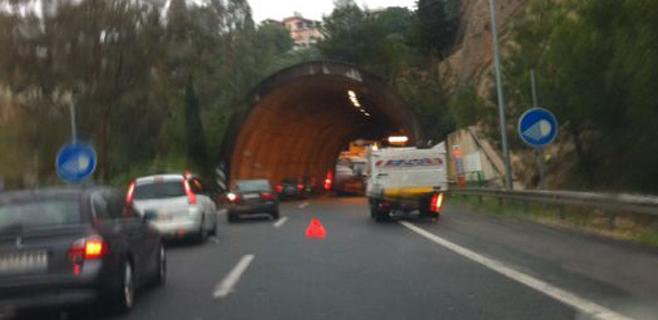 El tráfico de la entrada del túnel de Génova recupera la normalidad