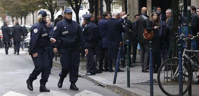 Un fotógrafo herido en un tiroteo en el diario francés 'Libération'