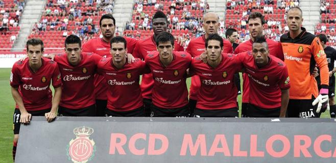 El Mallorca aguanta con diez hombres