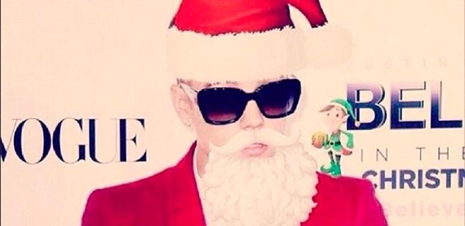 Justin Bieber se pone en la piel de Papá Noel