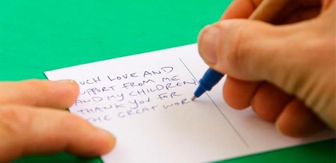 Recibe una carta de su esposa fallecida hace dos años
