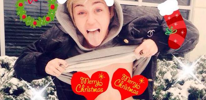 Miley Cyrus felicita la Navidad en topless