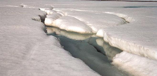 Un enorme depósito de agua bajo el hielo de Groenlandia