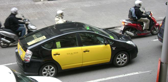 Los taxis de Barcelona reciben más propinas que los de Madrid
