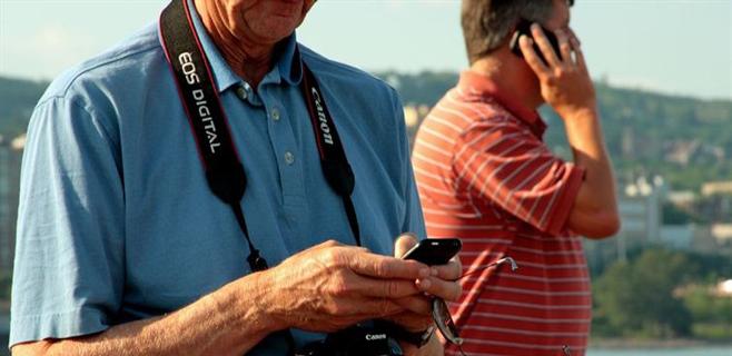 Un móvil que se recarga con orina