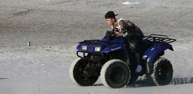 75.000 firmas para que deporten a Justin Bieber