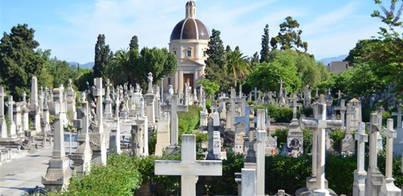 Rescatada una mujer del interior de una tumba