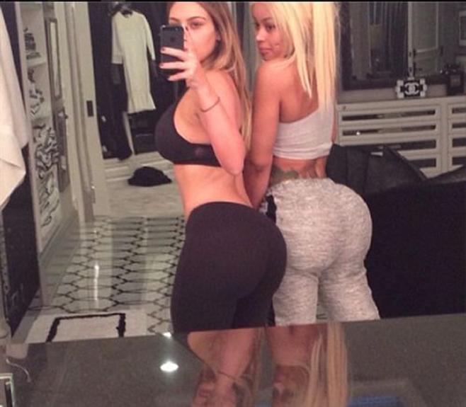 Kim Kardashian presume de trasero