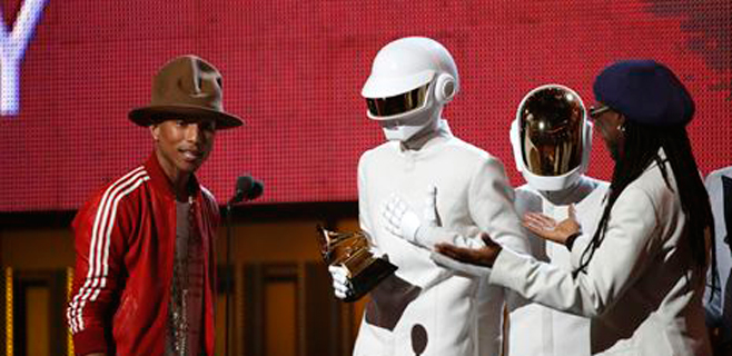 Daft Punk arrasa en los Premios Grammy