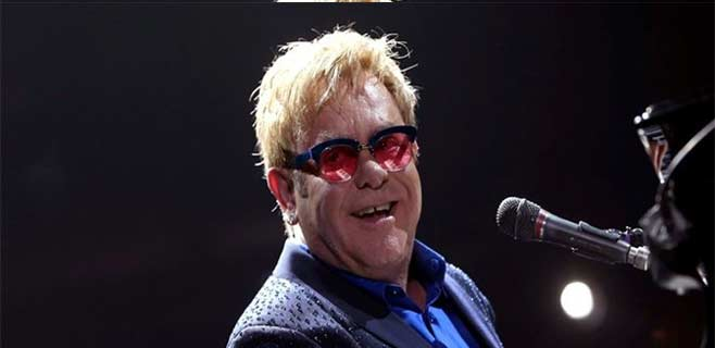Elton John acusa a Putin de legalizar la homofobia