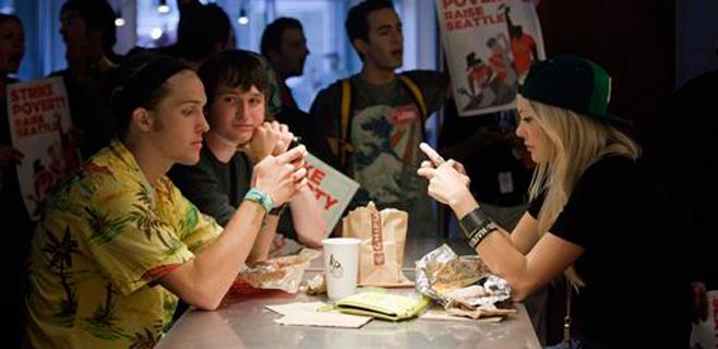 El móvil comiendo supone alimentación menos saludable