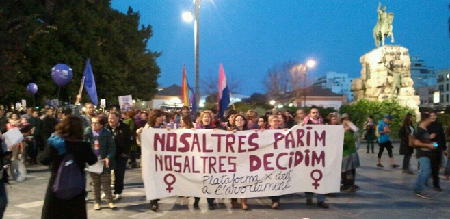 Miles de personas protestan en Palma contra la ley del aborto de Gallardón