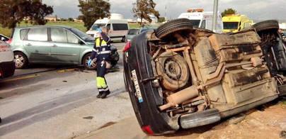 Accidente de tráfico múltiple junto al acceso de Mercapalma y Carrefour