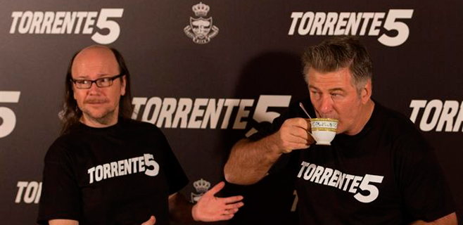 Alec Baldwin ya suda la camiseta de Torrente 5