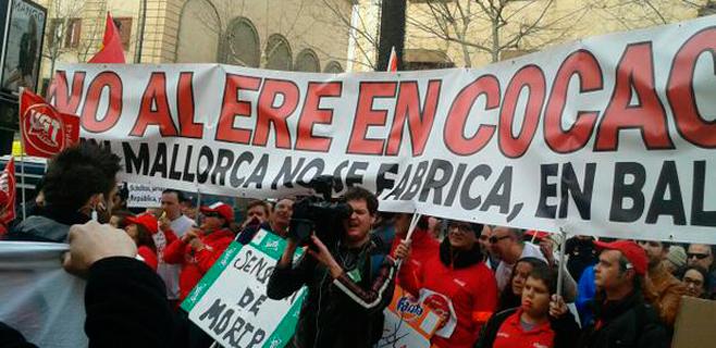 Mezcla de protestas para recibir a la infanta en los juzgados de Palma