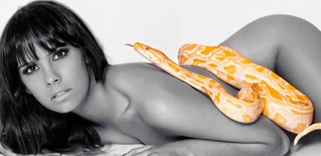 Cristina Pedroche se tapa sólo con una serpiente