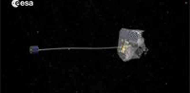 Arpones y redes para limpiar la basura espacial