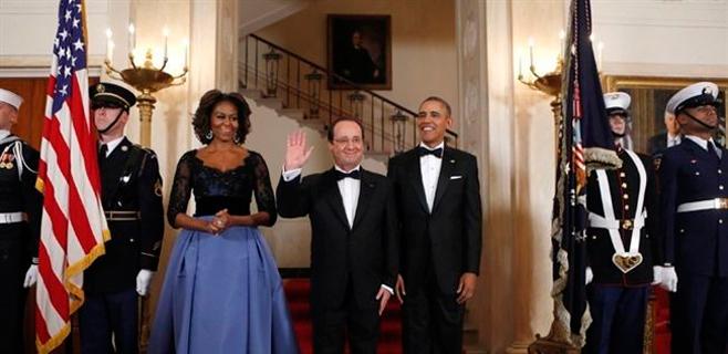 Hollande se queda sin baile por no llevar Primera Dama