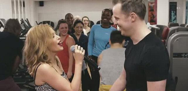 Kylie Minogue sorprende a su mayor fan en el gimnasio
