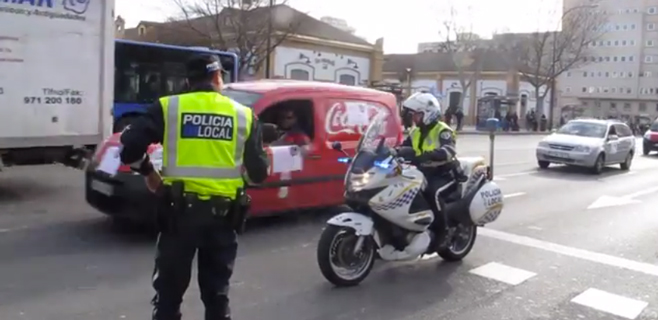 Caravana de coches contra el cierre de la planta embotelladora de Coca-Cola