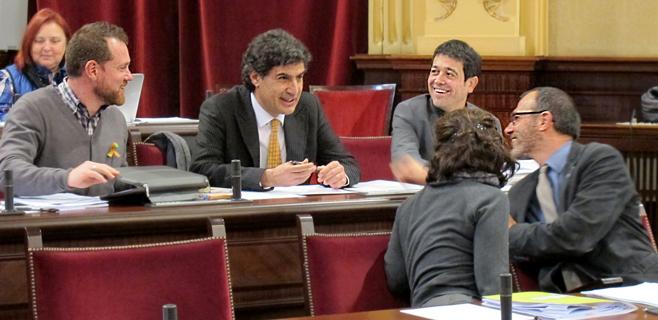 Mas (Més) llega al Parlament prometiendo lealtad al pueblo balear