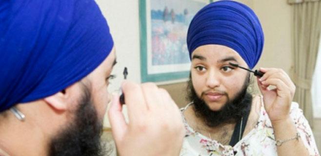 Una chica se deja barba y pelo en pecho por su religión