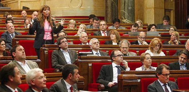 9 diputados del PP catalán votan a favor de la consulta