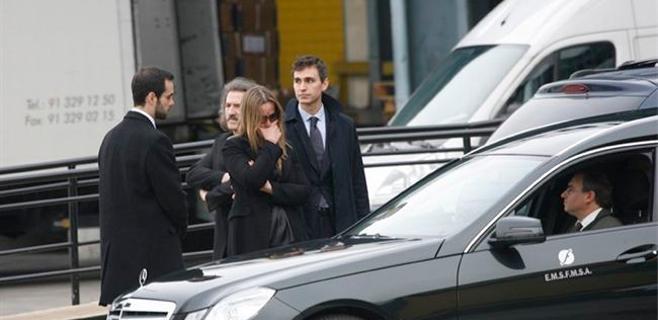 La familia recibe los restos de Paco de Lucía