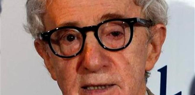 Allen niega por carta la acusación de abusos de su hija