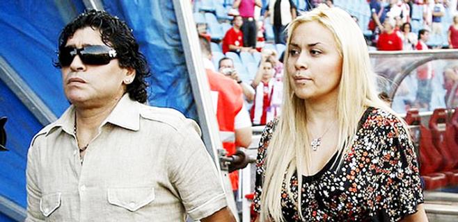 Maradona denuncia a su novia por robo