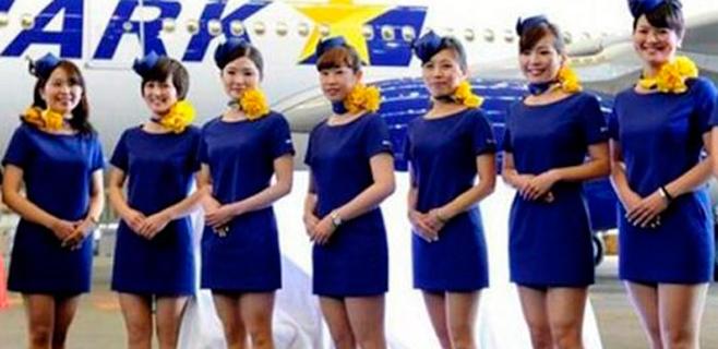 Una aerolínea japonesa acorta la falda de sus azafatas