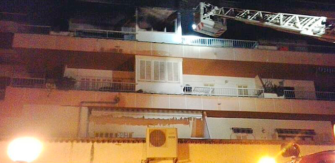 Un incendio obliga a desalojar una finca de apartamentos en Cala Rajada