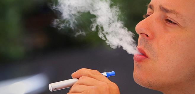 Los españoles rechazan el cigarrillo electrónico en bares y restaurantes