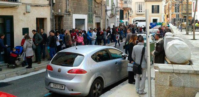 Cerca de 2.000 personas toman Sa Gerreria en busca de un empleo