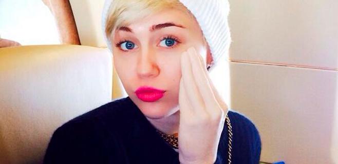 Miley Cyrus muestra su nuevo juguete erótico