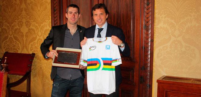 Palma reconoce al ciclista David Muntaner